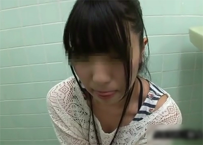 素人JK ウブさが前面に出たポニテの美少女と公衆トイレでプチ援した映像が公開★
